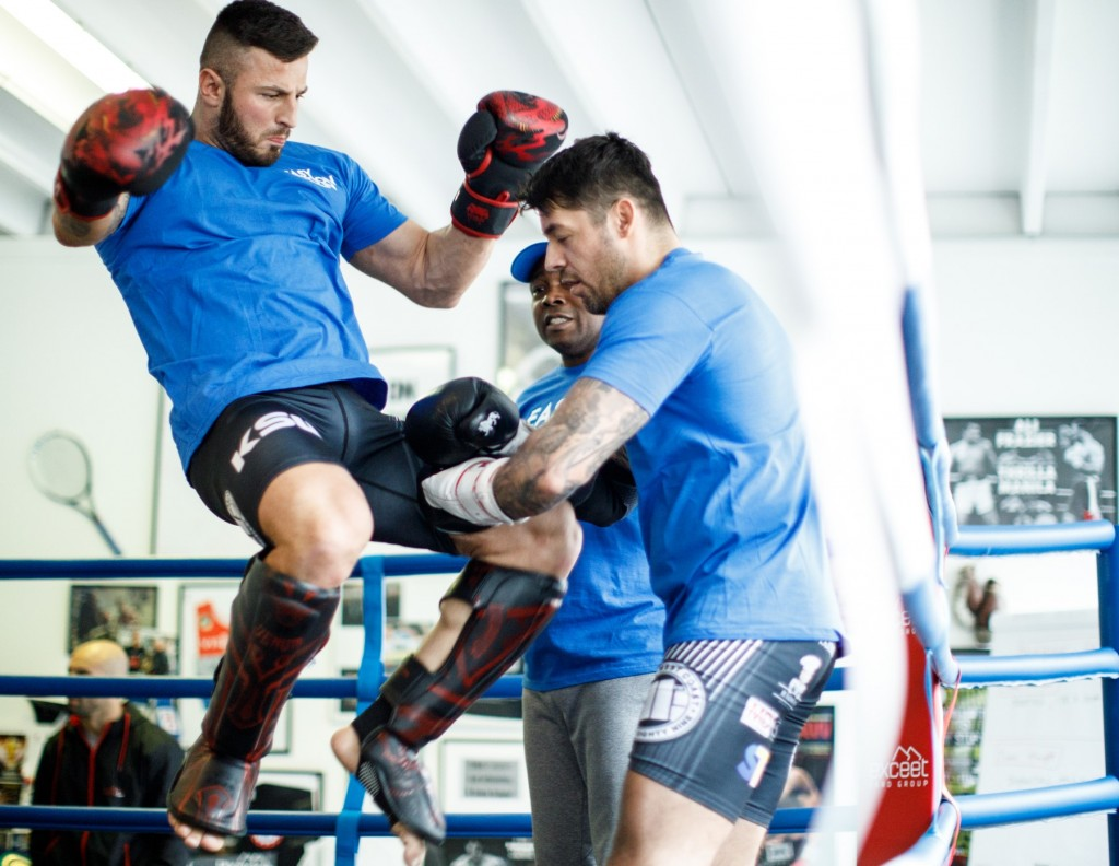 Erko Jun – MMA Fighter beim Training