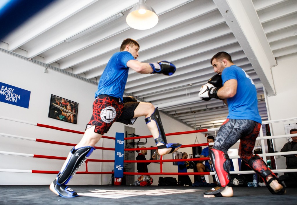 MMA Fighter beim Training mit EasyMotionSkin